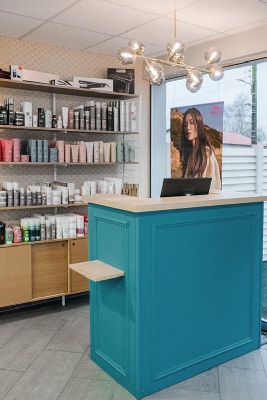 Comptoir d'accueil du salon de coiffure