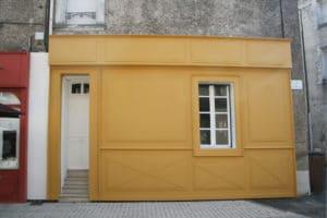 Façade jaune du Ptit B'art à Cholet