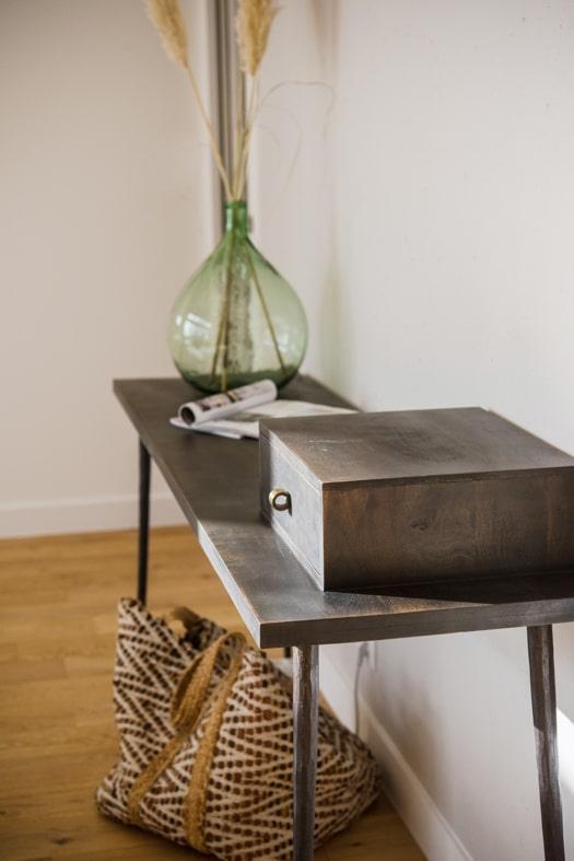 Boite et table en acier brut