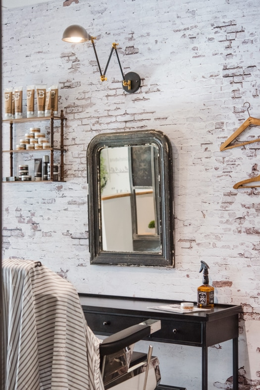 Miroir mural sur papier peint imitation brique